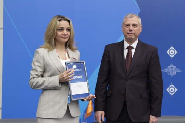 В рамках Комплексной безопасности Александр Чуприян наградил достойных лауреатов премий ведомственными наградами и дипломами