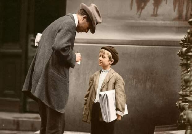8-летний Майкл Макнелис, продавец газет из Филадельфии, Пенсильвания, 1910 год.