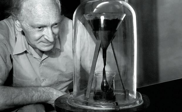 Странный эксперимент: зачем 35 тысяч человек ждут, когда упадет одна капля битума
