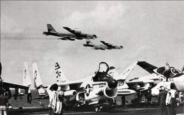 Американские бомбардировщики против советских авианосцев