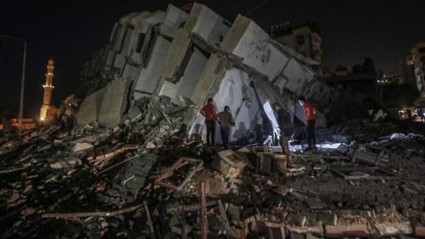 Тысячи палестинцев покинули дома из-за обстрелов Израиля. События дня