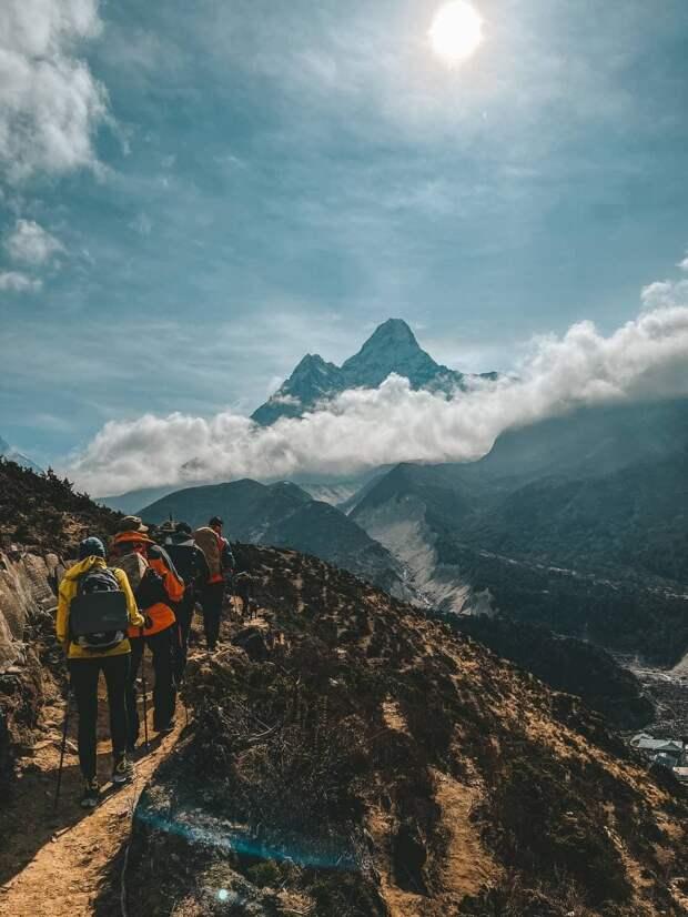Заберите меня с Гималаев: группа российских туристов рискует надолго застрять в Непале