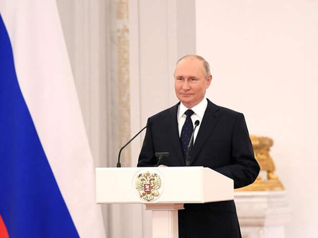 Путин расхвалил уходящую Госдуму за поправки в Конституцию