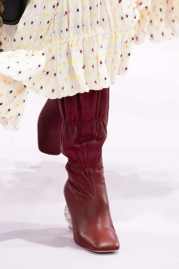 Модная обувь осень-зима 2018-2019: сапоги с квадратным носком