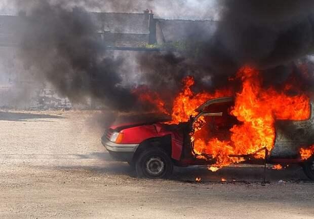 В Сочи женщина подожгла 10 автомобилей