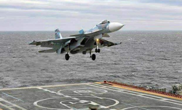 Су-33 неудачно зашел на посадку: видео с борта авианосца