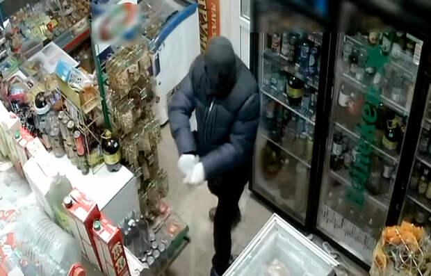 Продавщица из Ставропольского края прогнала грабителя шваброй