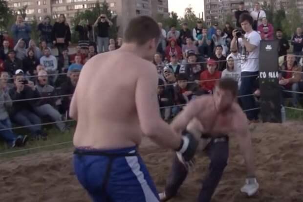 Мужик из толпы вышел на ринг и показал самоуверенному ММА-бойцу его место