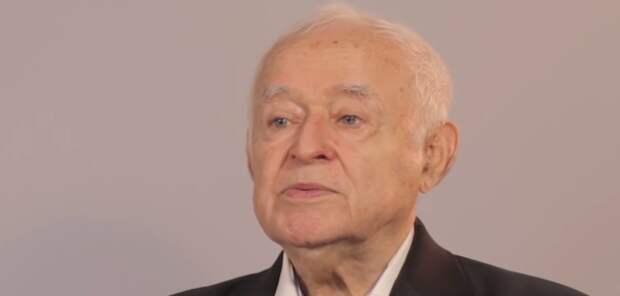 В Сети вспомнили мудрые советы писателя Михаила Литвака о счастье