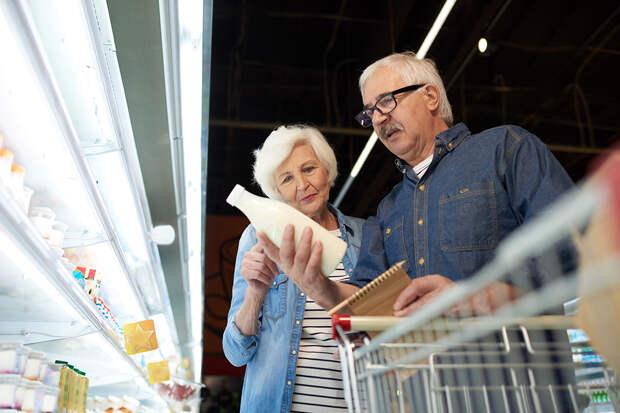 Пенсионеров и малоимущих могут освободить от НДС на продукты