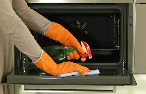 У меня духовка теперь блестит как новая: средство для чистки подсказал муж