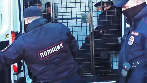 Полицейские проверили больше сотни мигрантов на стройплощадках в Московском районе – видео