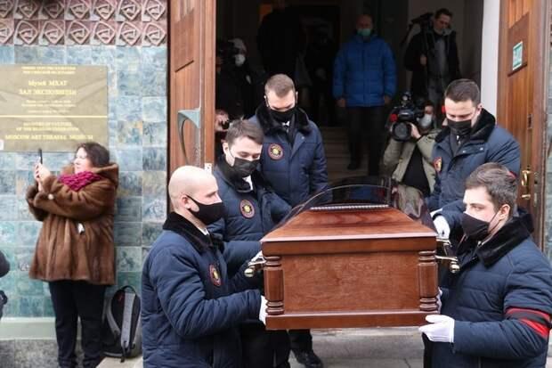 Мягкова похоронят вгробу за300тысяч рублей