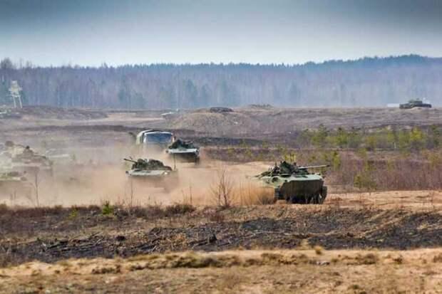 Видео российских танков на Крымском мосту вызвало панику в западных СМИ