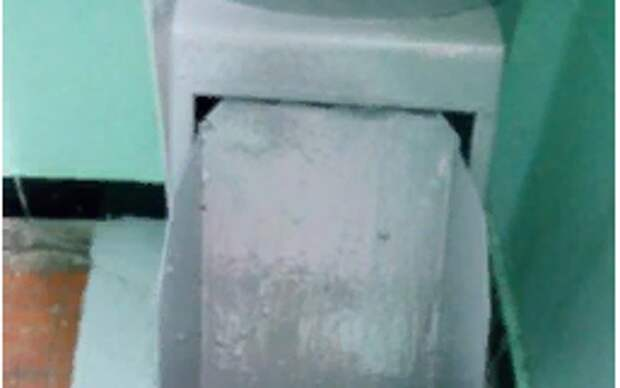 Засор мусоропровода прочистили в доме на Новомарьинской
