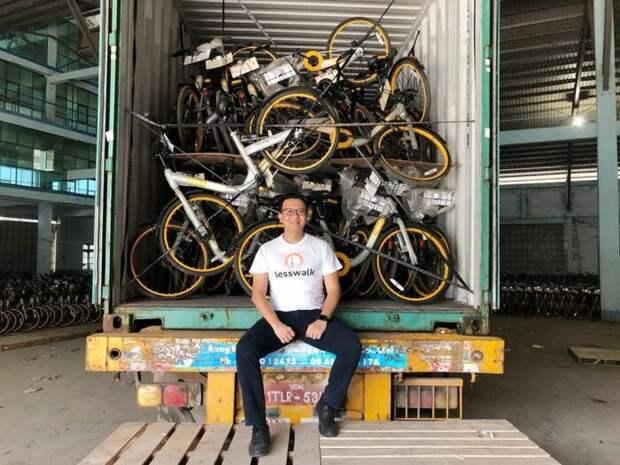 На китайских дорогах нередко можно встретить доверху набитые велосипедами грузовики / Фото: newsforkids.net