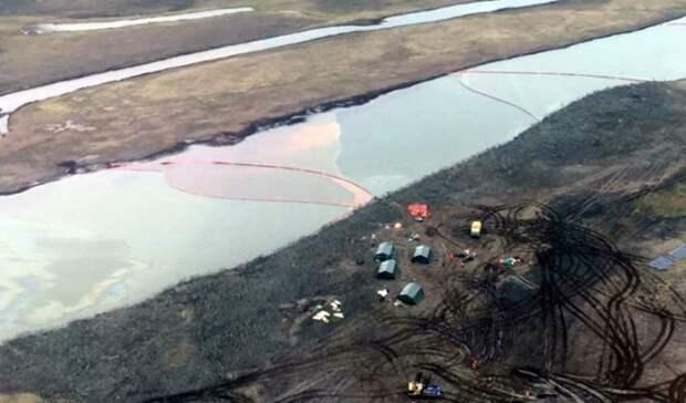 Более 650 кубометров нефтепродуктов собрали спасатели сместа разлива вНорильске