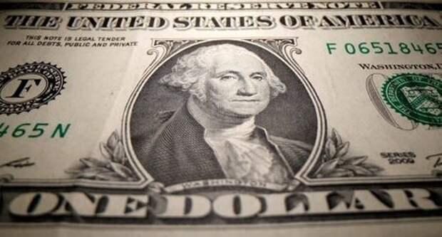 Долларовая банкнота, 26 мая 2020 года. REUTERS/Dado Ruvic/Illustration