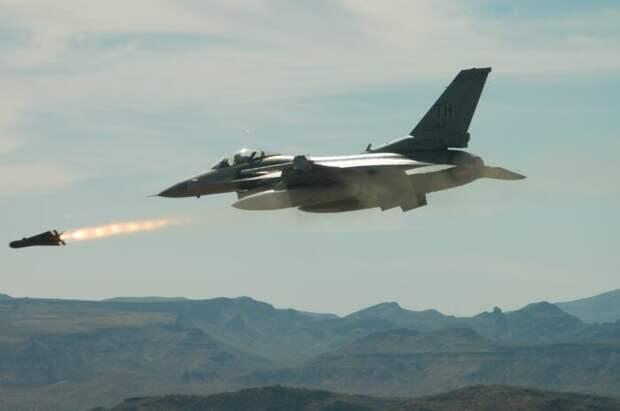 Самолет ВКС РФ был поднят в небо во время ударов израильских F-16 поСирии