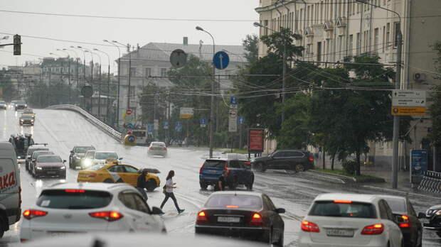 Сильный дождь привел к девятибалльным пробкам в Москве