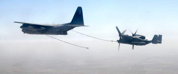 Над центром Киева свободно кружат американская боевые самолеты