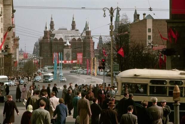Улица Горького. Канун Первомая дин конгер, фото, фотограф