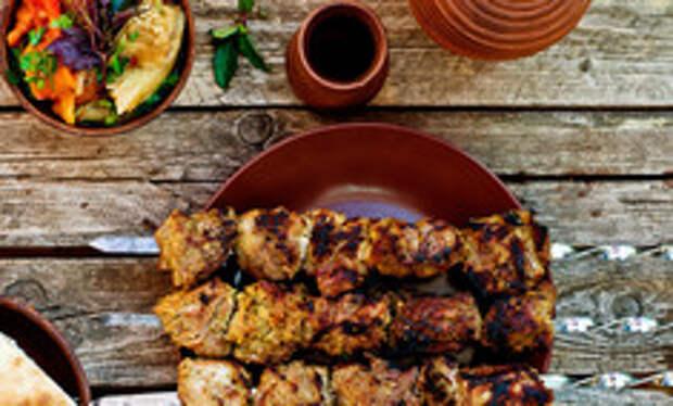 Готовим сочный шашлык из свинины в томатном маринаде