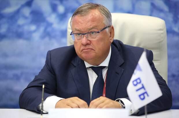 Глава ВТБ Костин отказался верить в отключение России от SWIFT