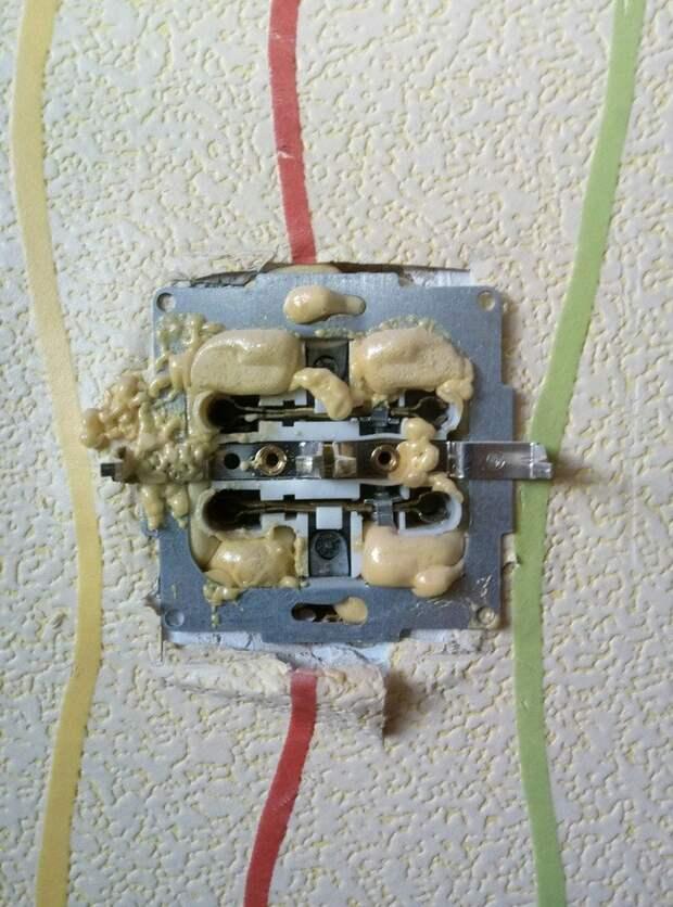 Об электриках, смекалке и божественном уровне везения Опасно для жизни, напряжение, необычно, прикол, шутки с электричеством, электрик, электрики, юмор