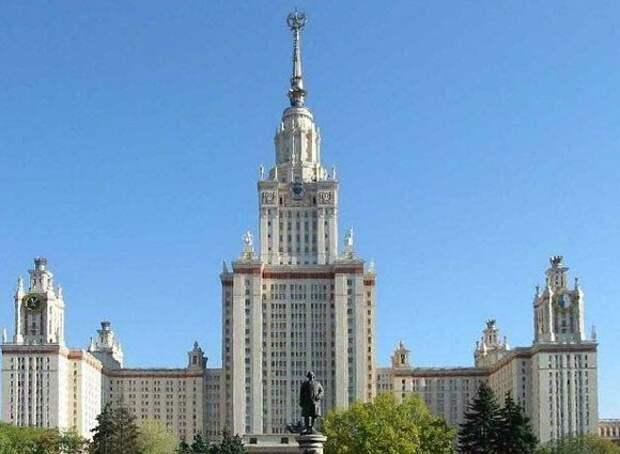 В автозаках и стар и млад: у здания МГУ прошли массовые задержания