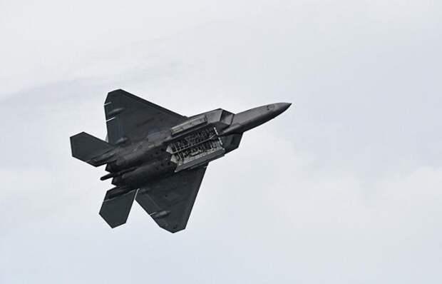 На фото: F-22