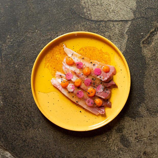 Гастровестник недели: новое брассери, завтраки с безлимитным игристым и мясной рецепт