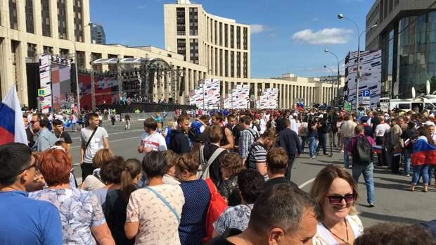 Полиция задержала девять провокаторов на праздновании Дня флага России в Москве