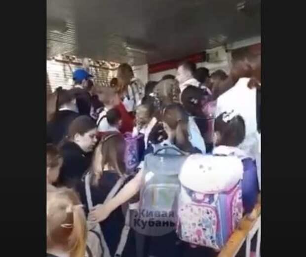 В краснодарской школе из-за столпотворения дети оказались в медпункте ВИДЕО