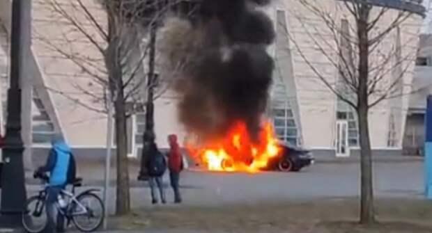 В Петербурге из-за дрифта сгорел спорткар BMW