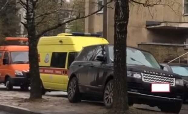 Автоледи на Range Rover заплатит штраф за блокировку дороги у больницы