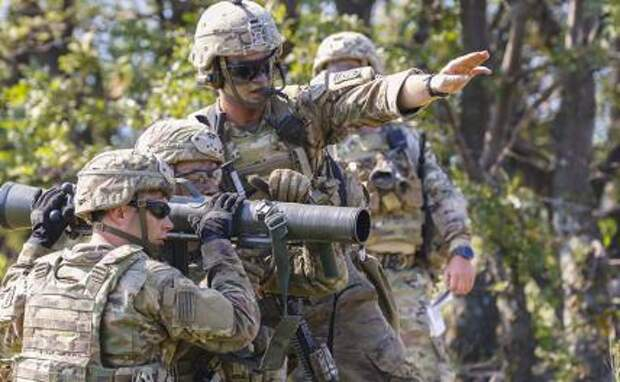 Эстония зовет англичан в окопы: 300 британских танкистов? Это к русским трактористам