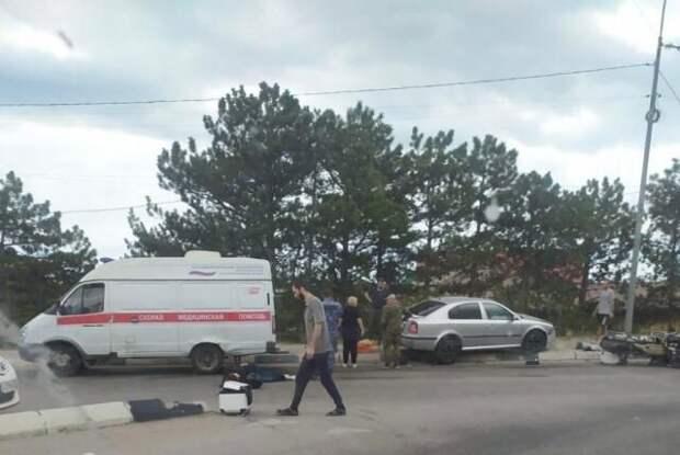Легковушка и мотоцикл столкнулись в Ялте