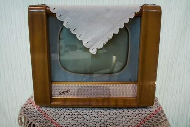 Зачем в СССР телевизор накрывали салфеткой
