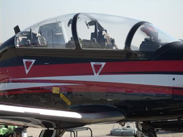 Самолет Военно-морских сил США упал на жилые дома