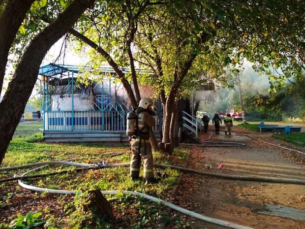 Пожар в бывшем кафе «Кораблик» на набережной потушили в Ижевске