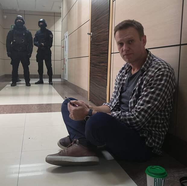 Почти три года колонии: суд назначил Алексею Навальному реальный срок вместо условного