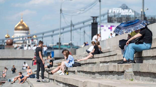 Об аномальной жаре и ночных заморозках предупредили россиян