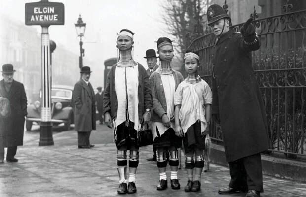 """Портреты """"женщин - жирафов"""" из лучшего в мире цирка 30-х годов."""