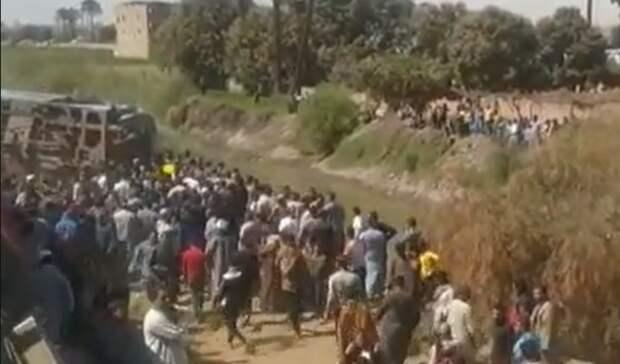 Около 32 человек погибли вовремя столкновения двух поездов вЕгипте
