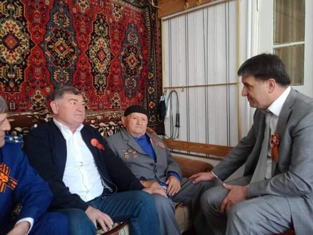 Баттал Батталов поздравил ветерана Великой Отечественной войны из Дагестана Касума Кубатова