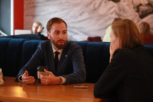 Встречу Спартак назначил в своей кофейне Мгерян.