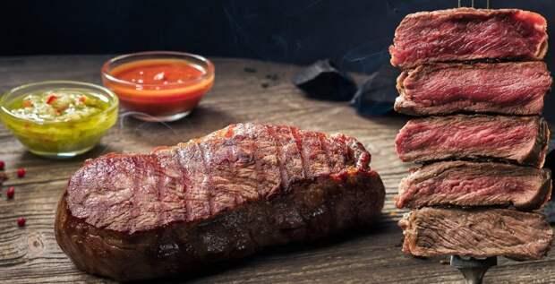Мясо слабой прожарки или сырое. \ Фото: whogrill.ru.