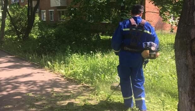 Траву начали окашивать на 4 улицах в микрорайоне Климовск Подольска