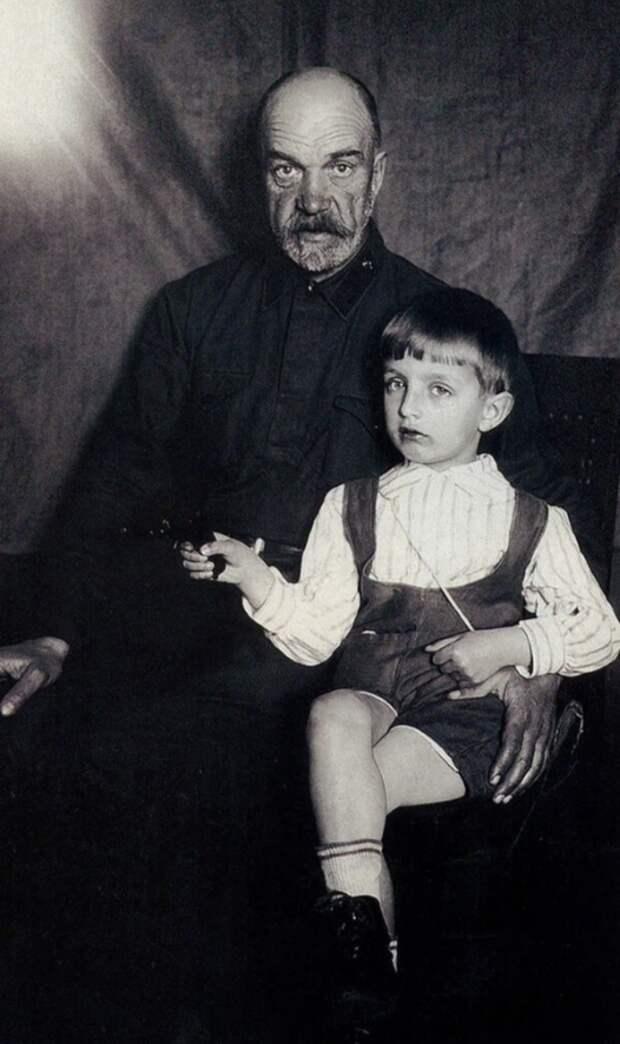 Как выглядел в детстве, аристократ советского кино Игорь Дмитриев и как сложилась его судьба, изображение №4